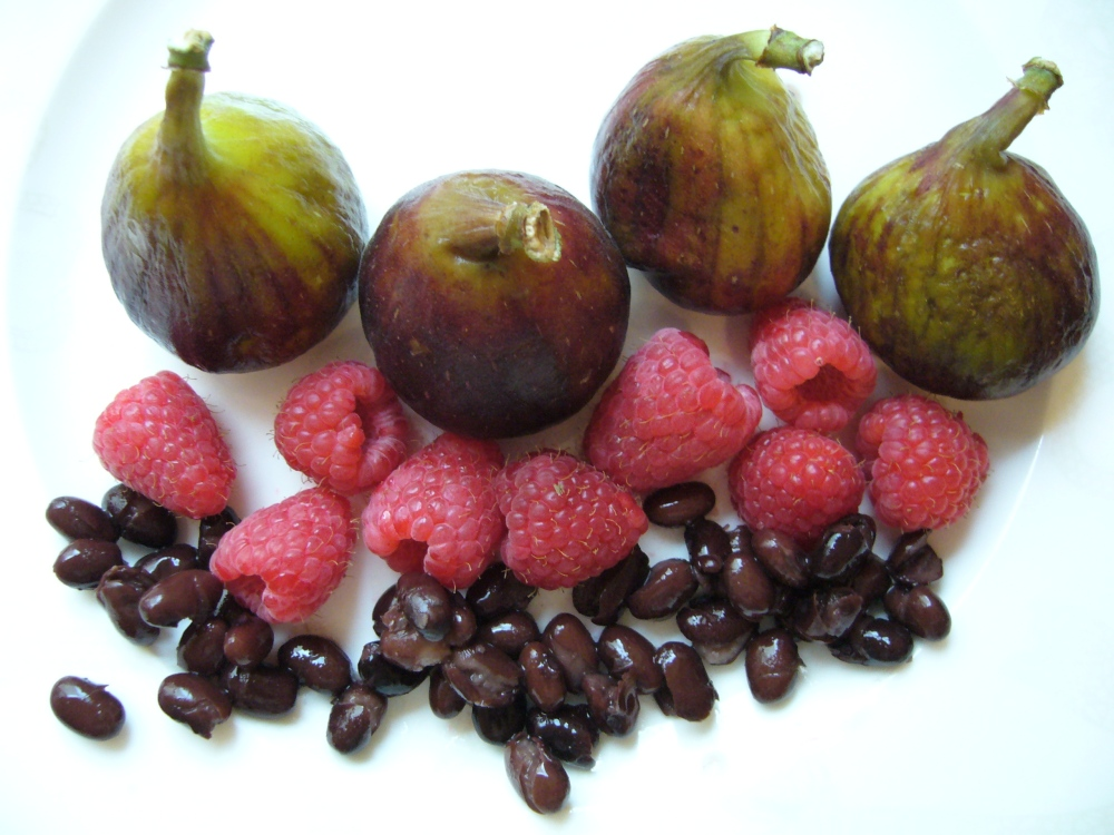Figs, raspberries, beans.JPG